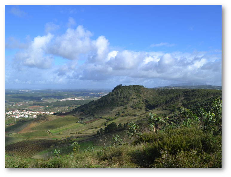 View of the Sizandro Valley from the Serra do Socorro
